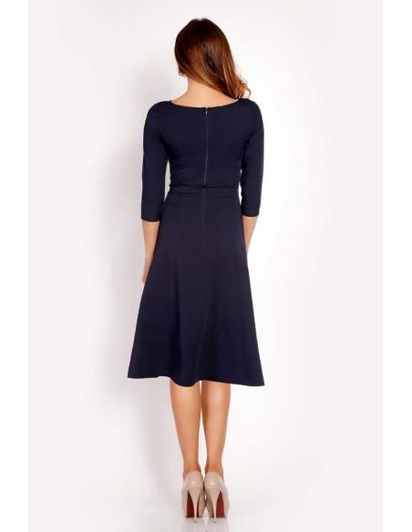 Elegancka dopasowana sukienka w kontrafałdy - granatowa