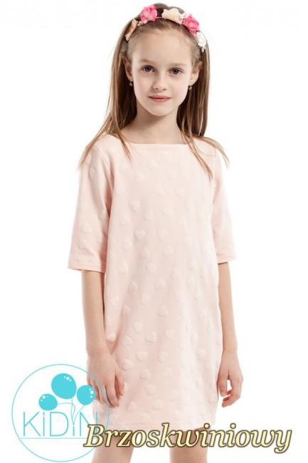 Nowoczesna sukienka w wystające serduszka - brzoskwiniowa