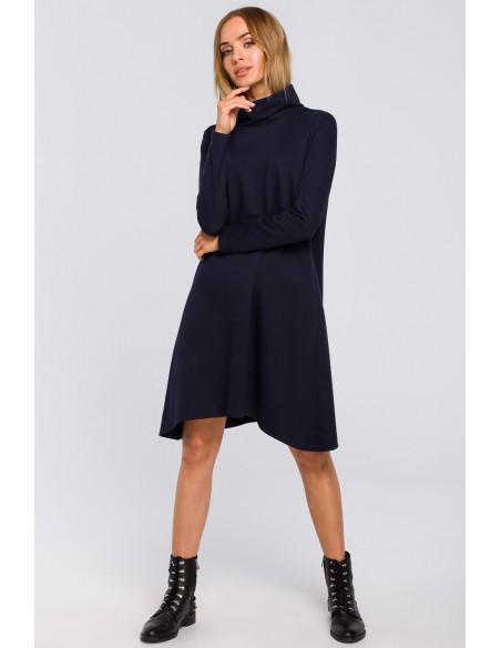 Trapezowa sukienka z golfem - granatowa