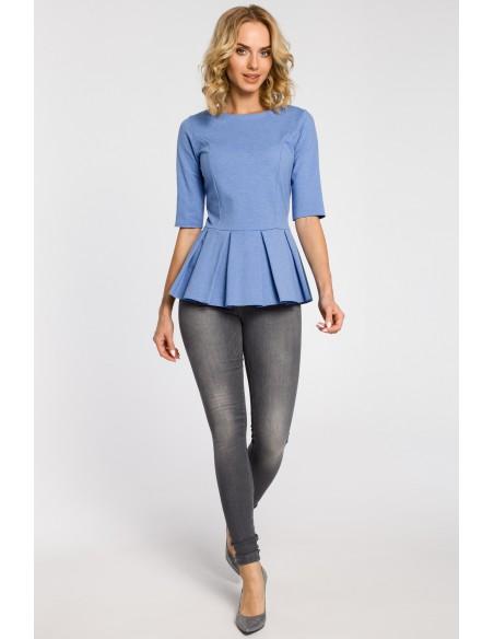 Dopasowana bluzka damska z plisowaną baskinką - niebieska OUTLET