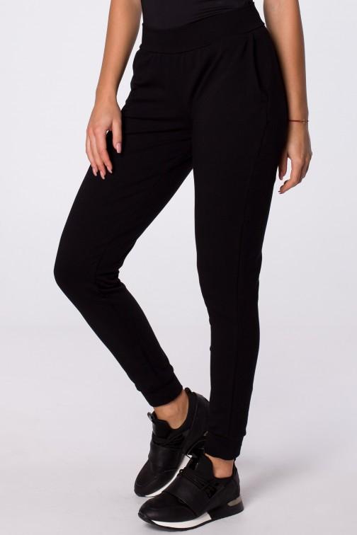 Luźne dresowe spodnie z kieszeniami