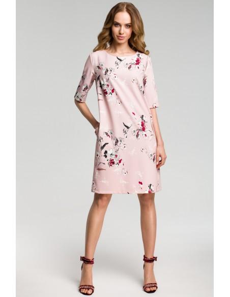 Sukienka we wzór z gładkimi wstawkami po bokach - pudrowa
