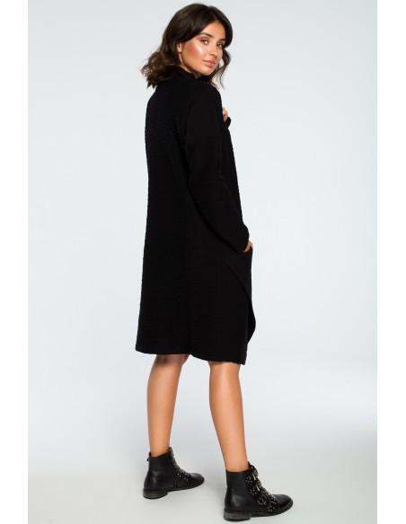 Sukienka z asymetrycznym przeszyciem na przodzie - czarna