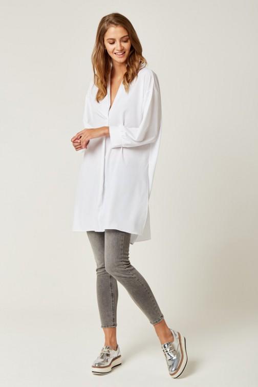 Długa bluzka koszulowa z rozcięciami - biała