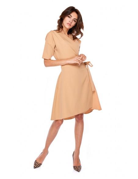 Asymetryczna sukienka z rękawem 3/4 - karmelowa